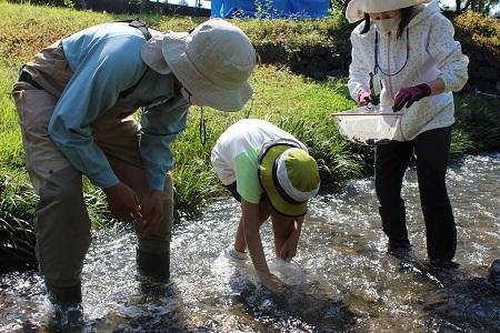0121 久重小学校で出張授業を行いました!【身近な川について知ろう:実習編】